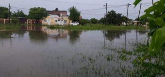 Pepe Homcheruk, gasta millones inexplicablemente, mientras su pueblo se inunda