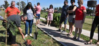 #107AñosDeSueños: Las Delegaciones Checa y Eslovaca acompañaron a Cipolini a plantar árboles en el Museo de la Fundación