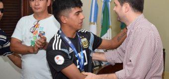 """Bruno Cipolini recibió a Luciano """"Pupi"""" Ferreyra, campeón sudamericano con la Selección Sub 17"""