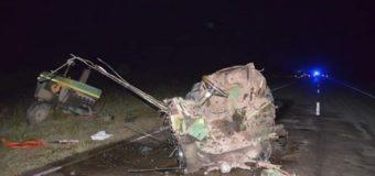 Colisiona camioneta y tractor y deja un muerto como trágico saldo