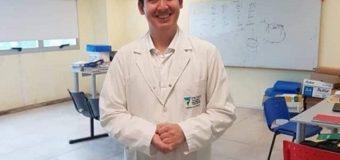 UNCAus tiene su primer médico egresado: Sergio Bernachea