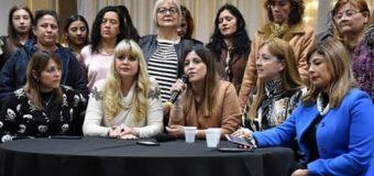 Este viernes Domingo Peppo junto a mujeres en el predio ferial