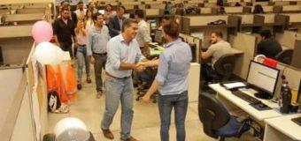 Capitanich en Sáenz Peña: visitó Call Center y se reunió con forestales