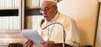Francisco: «María está siempre allí, a nuestro lado, es nuestra Madre»