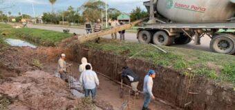 Álvarez dio detalles de la construcción de alcantarillas revestidas en el barrio Techo Digno