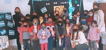 Los niños de los comedores integrales expusieron sus trabajos en alusión al Día de la Bandera