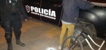 Tiene 12 años, lo golpean a paradas, lo dejan en una cuneta y roban su bicicleta