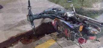 Choque entre moto y auto deja como saldo un muerto en pleno centro